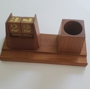Vintage Wooden Perpetual Calendar w/ Pen Cup